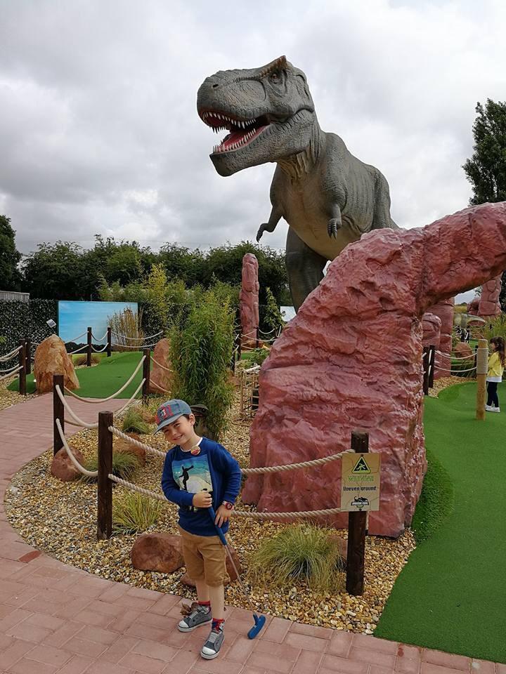 Dino golf
