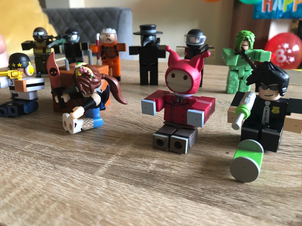 Roblox Toy List Season 5 Roblox Toy Review Series 8 Out And About Mummy
